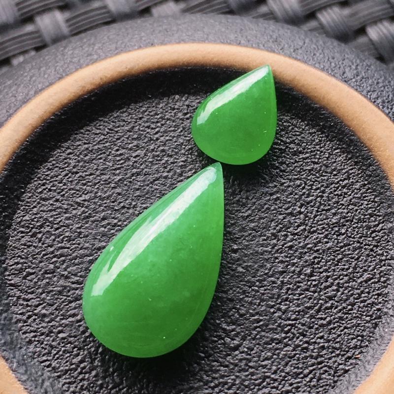 #自然光实拍# 水滴裸石一对 玉质细腻,种老起胶,种水好。尺寸:9*6.6*3毫米,17.2*8.9