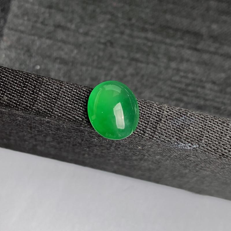 A货翡翠-种好阳绿蛋面镶嵌件,尺寸-9.3*7.6*3.5mm