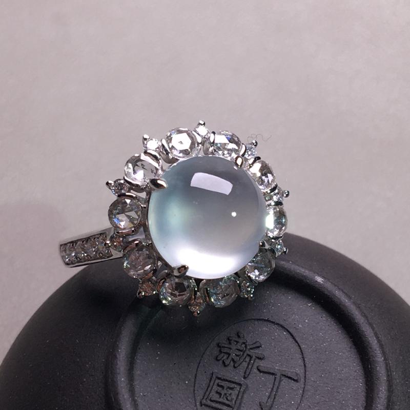 老坑玻璃种起光蛋面戒指,种好通透起光,冰透细腻起胶,纯净无暇,种老水足,佩戴精致,裸石:9*9*5,