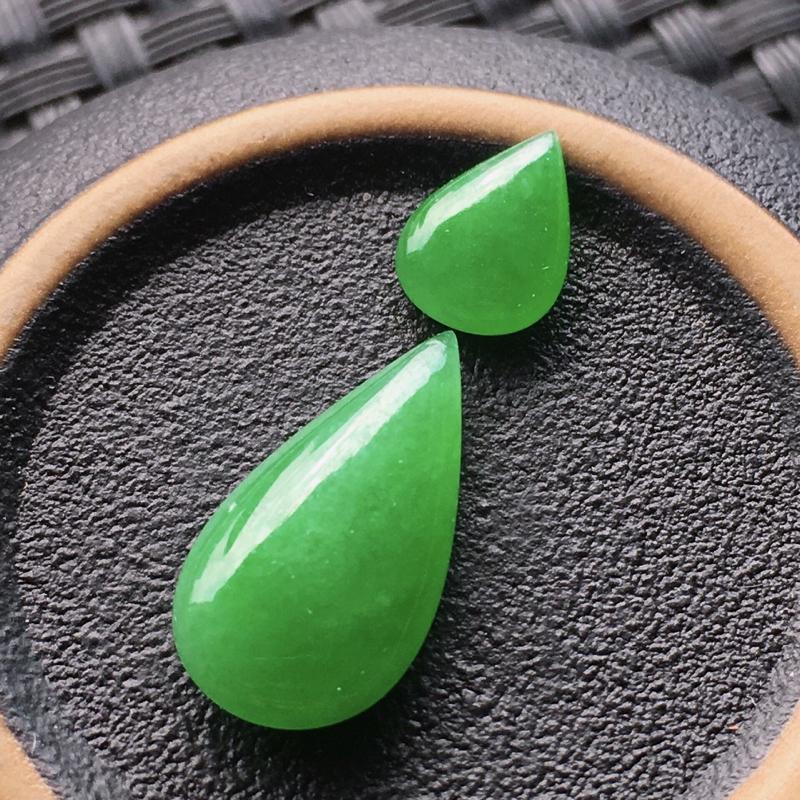 #自然光实拍# 水滴裸石一对 玉质细腻,种老起胶,种水好。尺寸:9*6.6*3毫米,17.2*8.9*4.2毫米