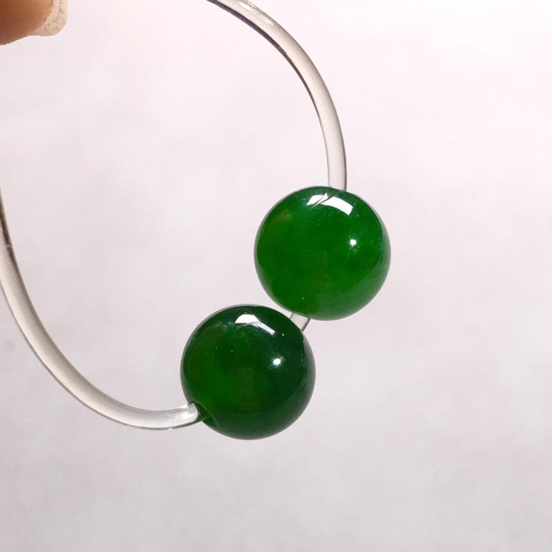 老坑辣绿珠珠裸石,色辣浓郁,种老色浓,细腻饱满圆润,种水足,整体:8