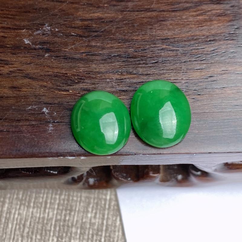 A货翡翠-种好满绿蛋面一对镶嵌件,尺寸11.7*10*4.1mm