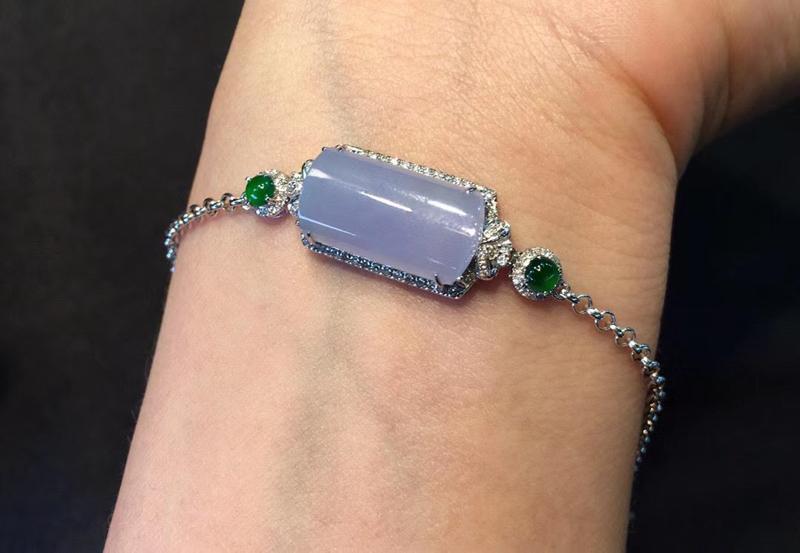 精品冰紫素牌翡翠手链 颜色温婉 厚实水润 种水好  上手轻奢美 很精致