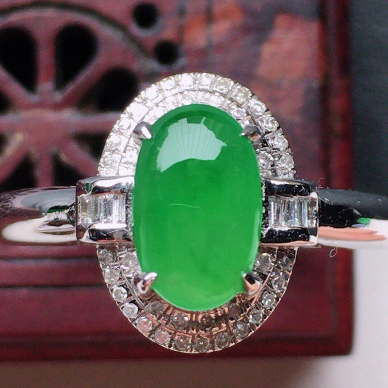 翡翠17圈18k金伴钻镶嵌带绿蛋面戒指,玉质莹润,佩戴佳品,内径:17.3mm(可免费改圈口大小),