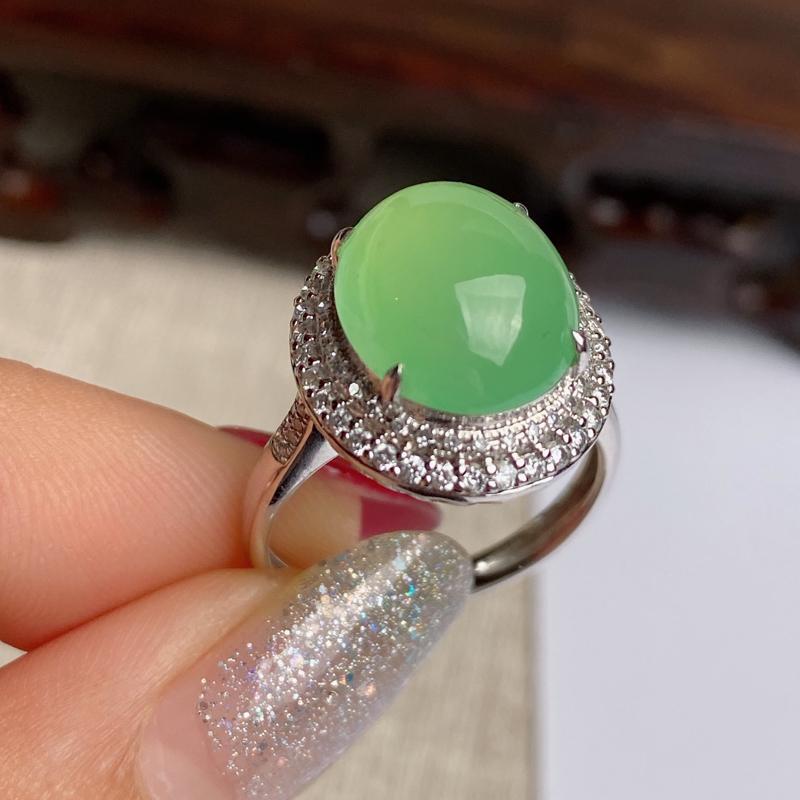 A货翡翠-种好淡绿18k金伴钻蛋面戒指,尺寸-裸石12.6*10.5*4.3mm整体16.2*14.
