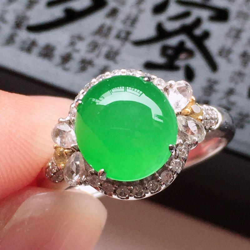 精品翡翠18k镶嵌伴钻戒指,玉质莹润,佩戴效果更美,尺寸:内径:17.1MM,整体尺寸:11*13*