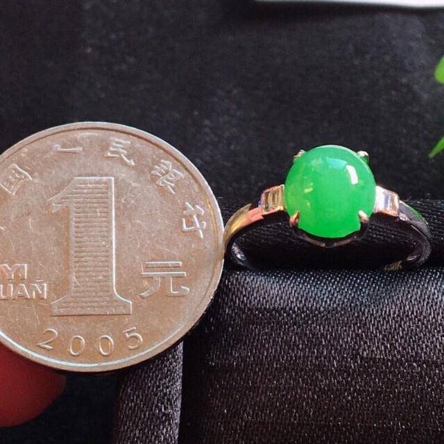【值得推荐】好漂亮的绿旦戒指,18k金伴靓钻镶嵌,尺寸8.1*7.6*7.0mm,非常大气,简约美耐看,送礼或自留佳选,值得拥有.