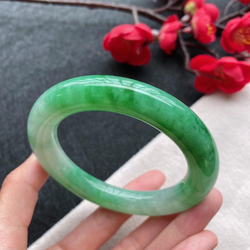 圆条:56.6mm 天然a货种水好飘绿圆条翡翠手镯,圈口:56.6/11.5/11.6mm