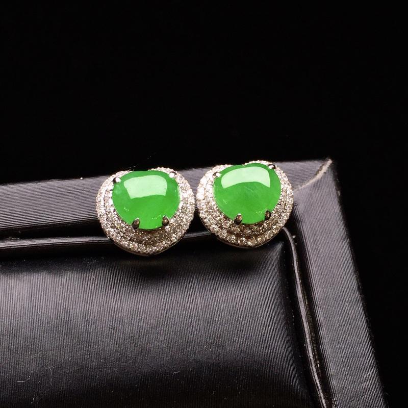 18K金钻镶嵌满绿蛋面耳坠 质地细腻 色泽均匀艳丽饱满 款式新颖时尚唯美 亮眼 整体尺寸8.3*9.