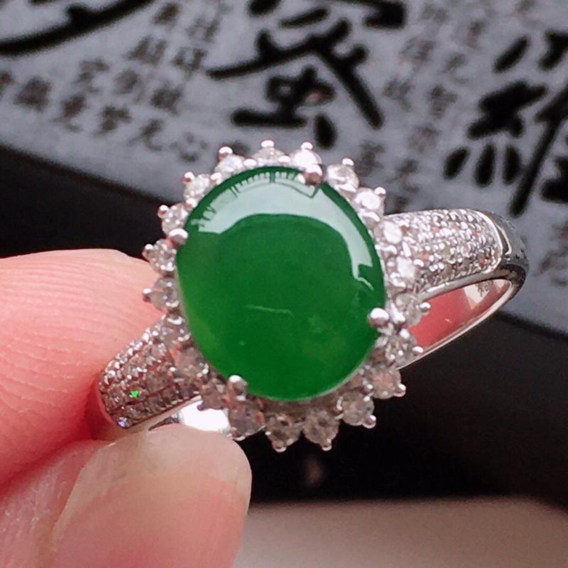 精品翡翠18k镶嵌伴钻戒指,玉质莹润, 佩戴效果更美,尺寸:内径:17.1MM,整体尺寸:12*10