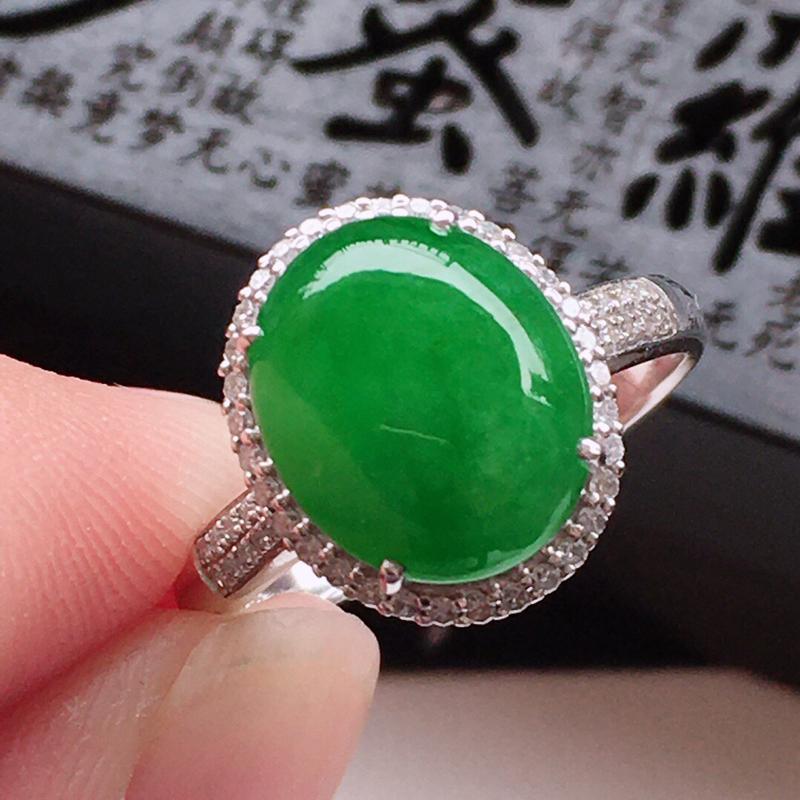 精品翡翠18k镶嵌伴钻戒指,玉质莹润,佩戴效果更美,尺寸:内径:17.1MM,整体尺寸:13.1*1