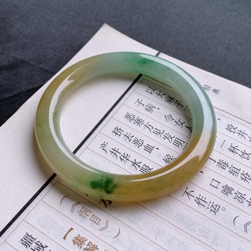 #自然光实拍#  三彩手镯、圈口:52.9mm 天然A货翡翠三彩圆条手镯
