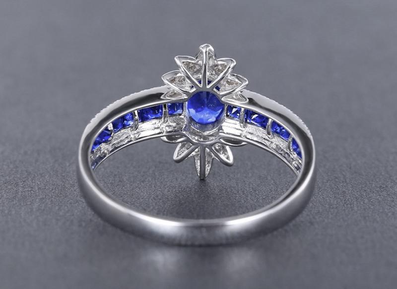 【18k金镶皇家蓝蓝宝石戒指 宝石参数:0.72+0.46ct  配石:钻石70颗,总重2.38克,圈口:14号(可改圈)】图3