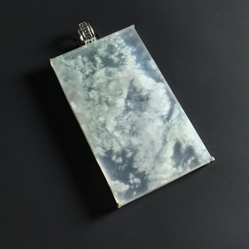 冰种雪花棉无事牌吊坠 18K金镶嵌 裸石尺寸42-25-4毫米 晶莹剔透 独特大气