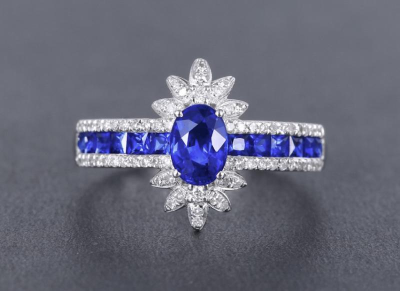 18k金镶皇家蓝蓝宝石戒指