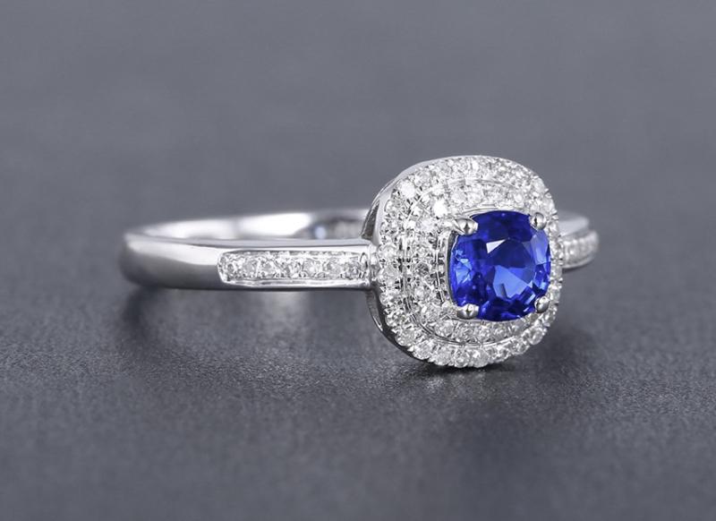 【18k金镶蓝宝石戒指 宝石参数:0.55ct  配石:钻石63颗,总重2.20克,圈口:14号(可改圈)】图2