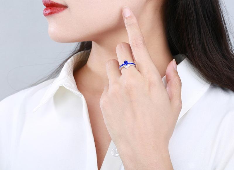 【18k金镶皇家蓝蓝宝石戒指 宝石参数:0.72+0.46ct  配石:钻石70颗,总重2.38克,圈口:14号(可改圈)】图4