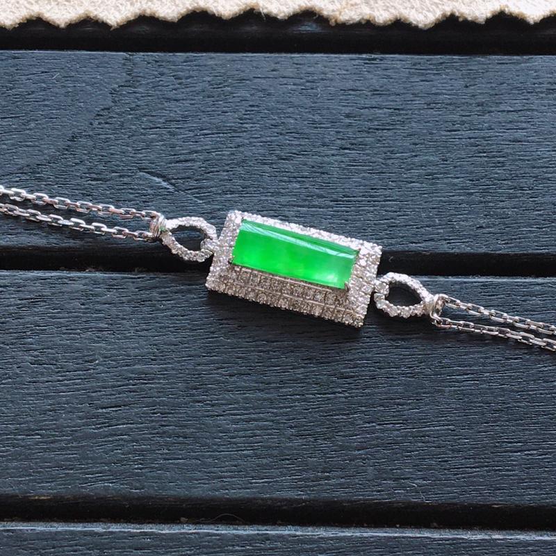 冰阳绿手链,自然光实拍,缅甸翡翠a货,18k金伴钻手链,种好通透,起荧光,种色迷人,款式漂亮,佩戴佳品,裸石9.5*4.5*2mm