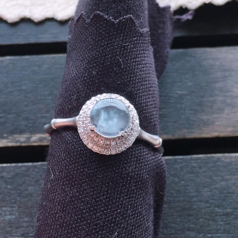 冰种戒指,18k金伴钻镶嵌 种好通透,水润玉质细腻,工艺佳,饱满品相佳,可直接佩戴。裸石尺寸5.5*3mm