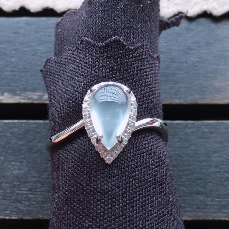 冰种戒指,18k金伴钻镶嵌 种好通透,水润玉质细腻,工艺佳,饱满品相佳,可直接佩戴。裸石尺寸9.5*