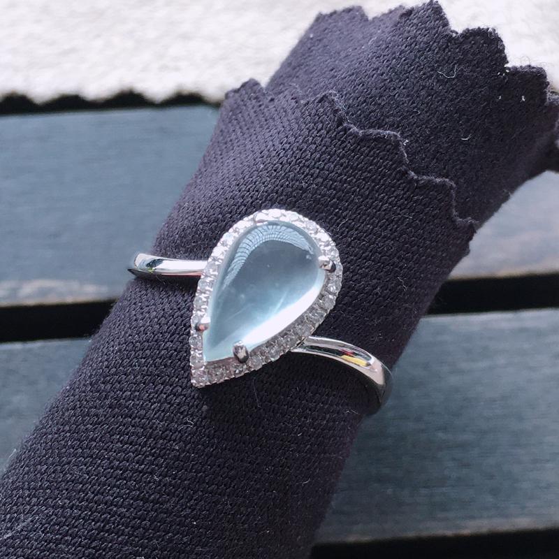 冰种戒指,18k金伴钻镶嵌 种好通透,水润玉质细腻,工艺佳,饱满品相佳,可直接佩戴。裸石尺寸9.5*5.7*3mm
