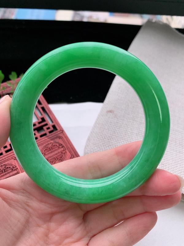 圆条57-58圈口老坑满绿缅甸天然翡翠A货手镯,尺寸57.8×11.9×12mm重量82.27g