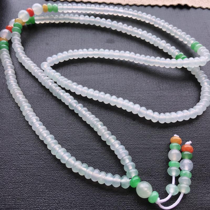 三彩毛衣链,自然光实拍,缅甸a货翡翠,种好水润,玉质细腻,雕刻精细,饱满品相佳,佩戴效果好。