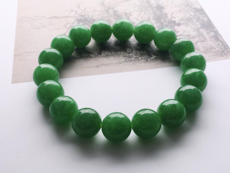 #自然光拍#辣绿手链,料子细腻,色泽艳丽,种好水润,精美。