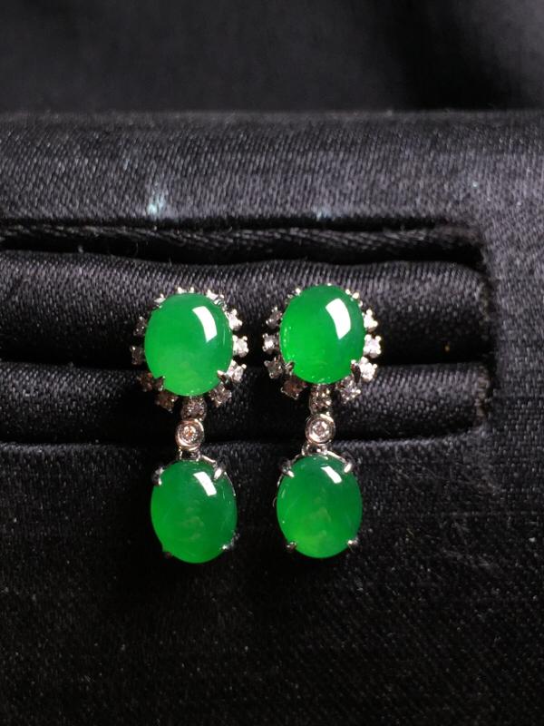 阳绿二合一耳坠,18k金豪华镶嵌,种水超好,玉质细腻。