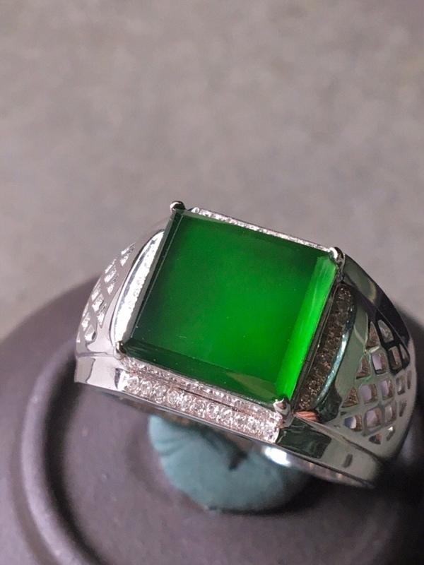 冰种满绿方形戒指,色辣水润,无裂,裸石尺寸9.7/9.4/3--13.8/12/3#*