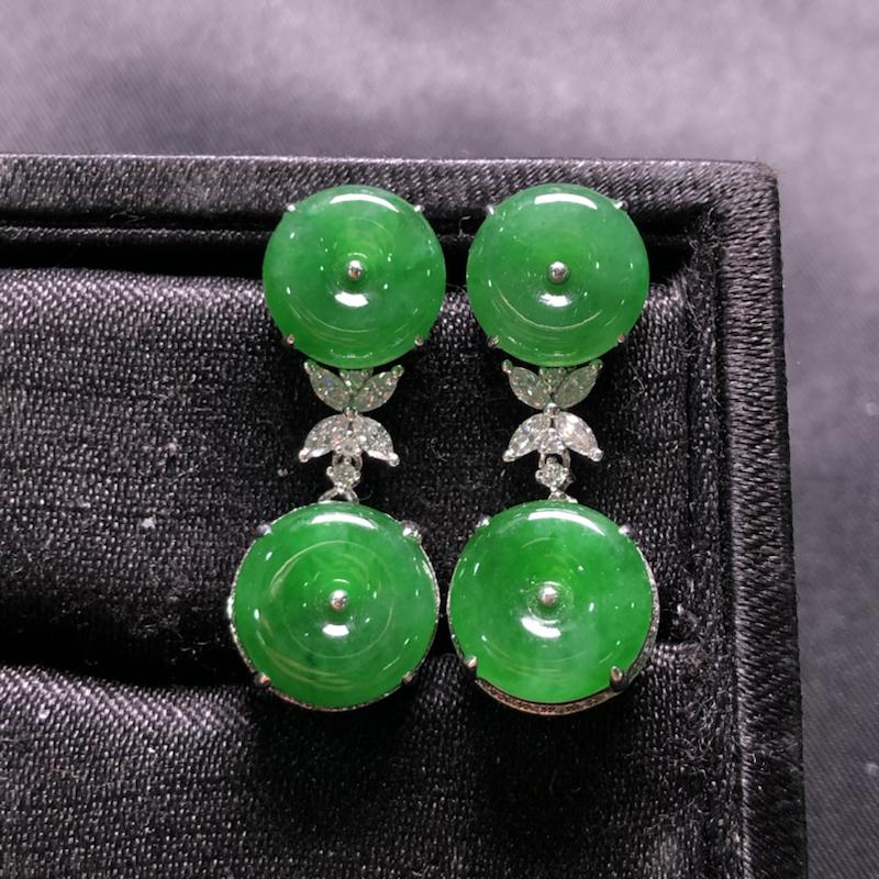 阳绿平安扣耳坠,18k金豪华镶嵌,种水超好,玉质细腻。