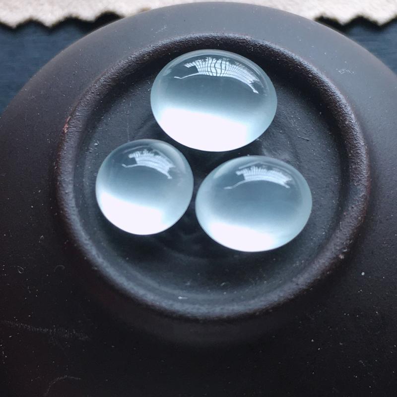冰种蛋面3个,自然光实拍,缅甸a货翡翠,种好通透,起荧光,晶莹剔透,圆润饱满,品质高档,10.5*9