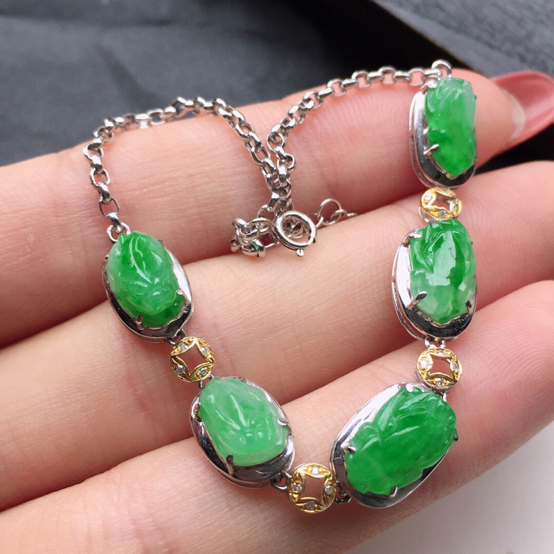 翡翠18K金伴钻镶嵌带绿貔貅手链,玉质细腻,雕工精美,佩戴送礼佳品,包金尺寸: 15.5*7.7*4