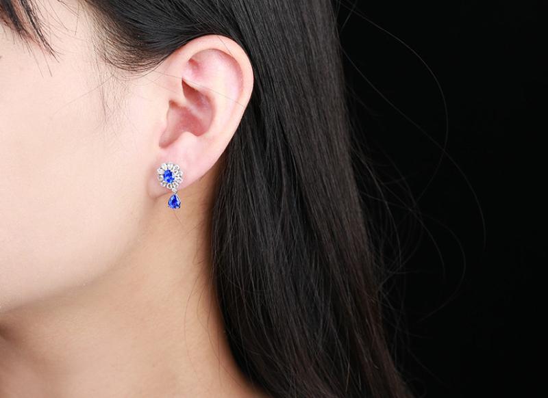 【18k金镶蓝宝石耳钉 宝石参数:2.3ct  配石:白蓝宝22颗,总重2.72克】图4