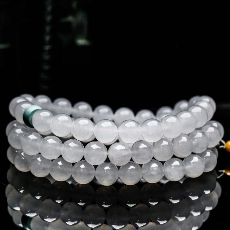 真心推荐天然翡翠珠链。共68颗珠子,取其中一颗珠尺寸大约9.9mm,珠子玉质莹润,清秀高雅,实物漂亮,佩戴效果高贵时尚,配珠为饰珠。