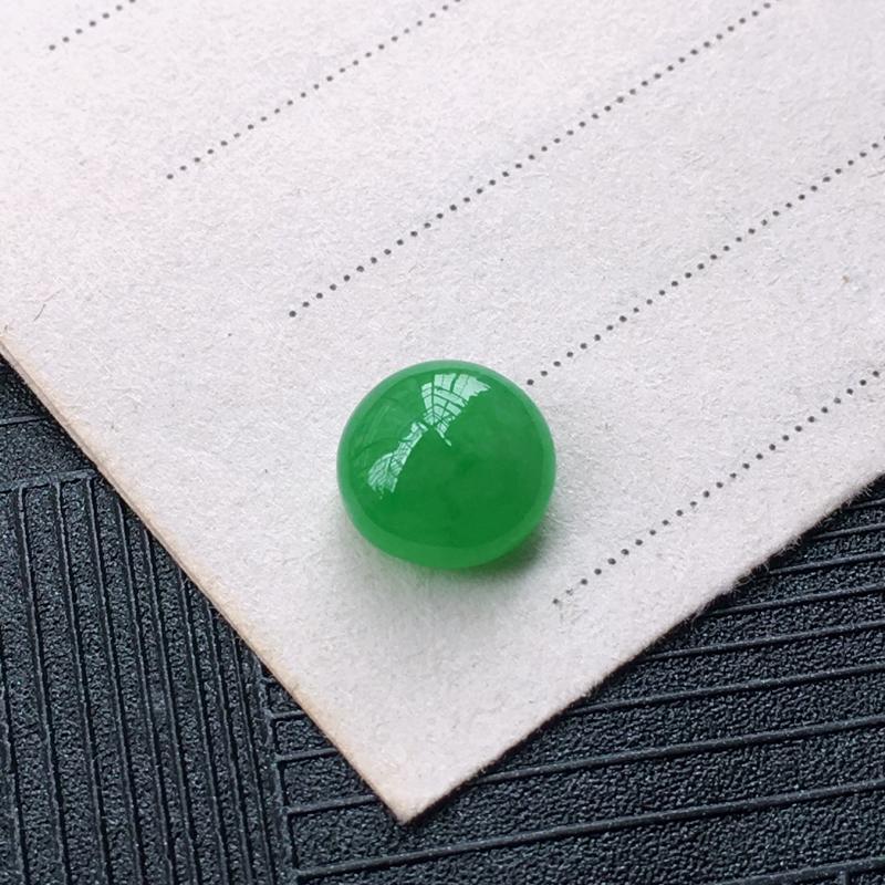翡翠满绿戒面蛋面,种水好,玉质细腻温润,颜色漂亮,镶嵌后更好看。