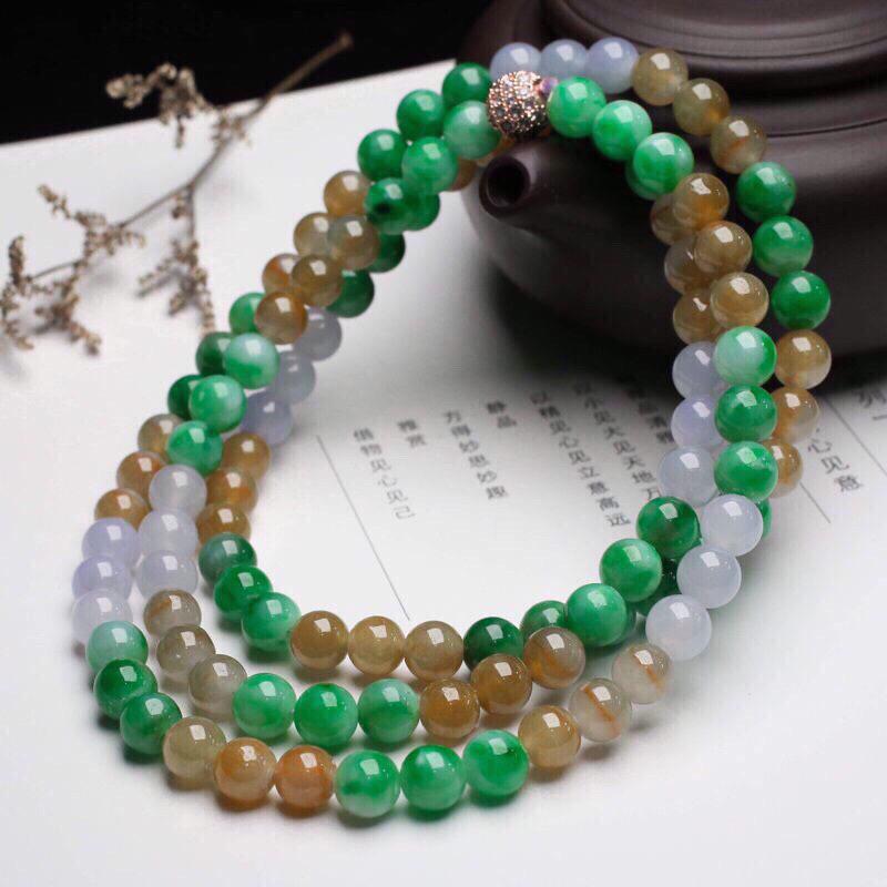 推荐款多彩翡翠珠链,共108颗珠子,取其中一颗珠尺寸大约7.1mm,珠子圆润饱满,亮丽秀气,清