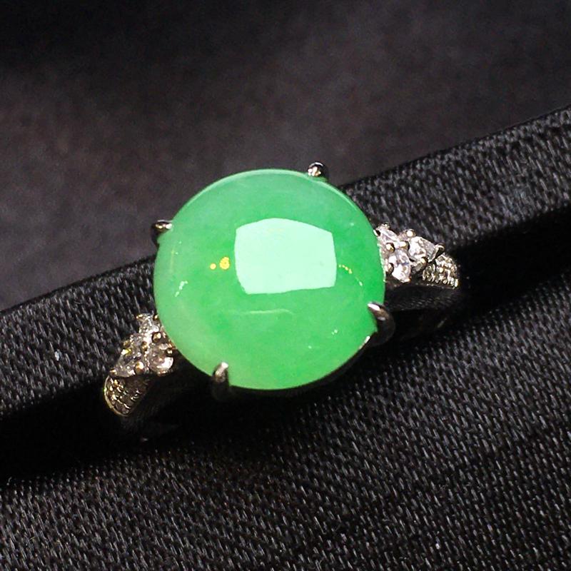 【超值推荐】18K金镶南非钻石,阳绿蛋面戒指,色阳,祼镶嵌,种老水润,饱满,性价比高,佩戴仙美,裸石
