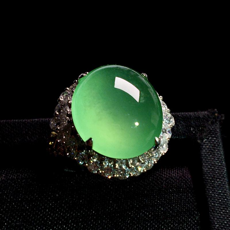 18k金满钻豪镶老坑高冰甜阳绿蛋面戒指,种老起胶,种好通透,冰透起光,细腻饱满,种色俱佳,裸石:16