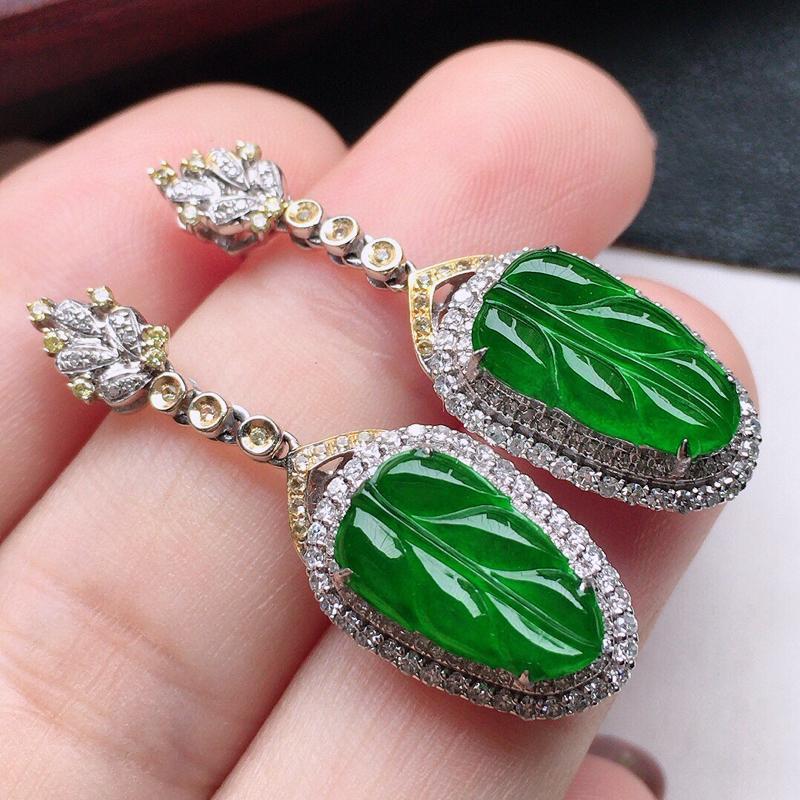 翡翠18K金伴钻镶嵌满绿叶子耳坠,玉质细腻,雕工精美,佩戴送礼佳品,包金尺寸:34*10.8*7.2