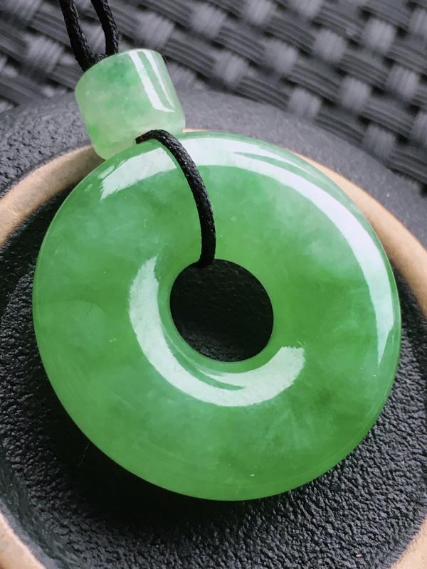 #自然光实拍# 平安扣挂件 玉质细腻,种老起胶,种水好。配绳为装饰品。