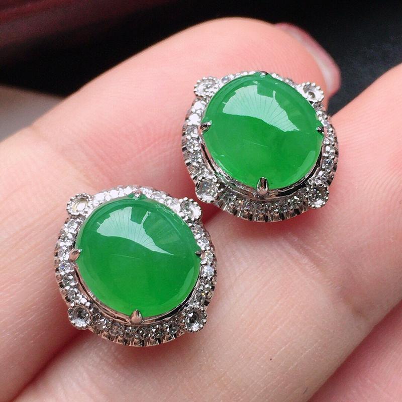 翡翠18K金伴钻镶嵌满绿蛋面耳钉,玉质细腻,雕工精美,佩戴送礼佳品,包金尺寸:13.3*12.5*7