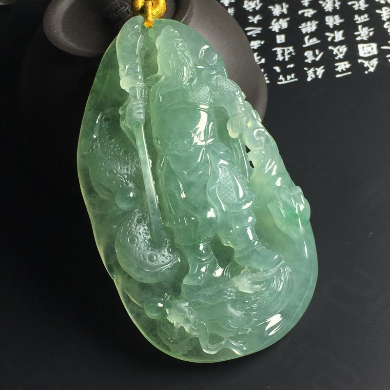 晴绿关公吊坠 尺寸82-47-12毫米 玉质水润 细腻起胶 底色艳丽 雕工精湛