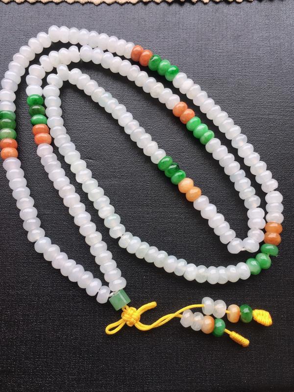三彩毛衣链,自然光实拍,缅甸a货翡翠,水润玉质细腻,雕刻精细,佩戴效果佳。