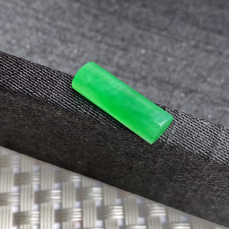 A货翡翠-种好满绿马鞍镶嵌件,尺寸-15.3*5.2*3.5mm