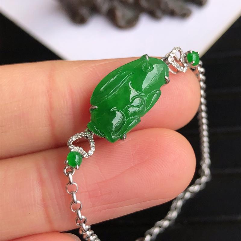天然a货翡翠满阳绿生肖兔18k金镶金钻手链,玉质细腻,种水足,裸石尺寸:15.8*8.6*3.1mm
