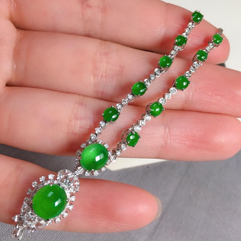 冰种满绿翡翠项链,种水好,玉质冰透,色泽艳丽,尺寸:7-6.5-4.8