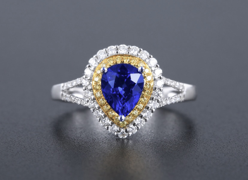 18k金镶皇家蓝蓝宝石戒指 宝石参数:1.29ct  配石:钻石66颗,总重2.60克,圈口:14号