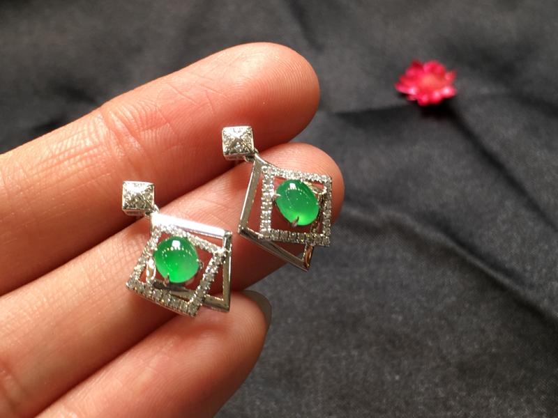 一对浅绿耳坠,底庄细腻,无纹裂,18K金南非真钻镶嵌,性价比高,推荐,尺寸18.7*12.3*6/5