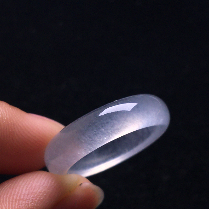 冰种指环,冰清玉洁,种好通透,冰润剔透,细腻种水足,整体:5*24*3,圈口:17